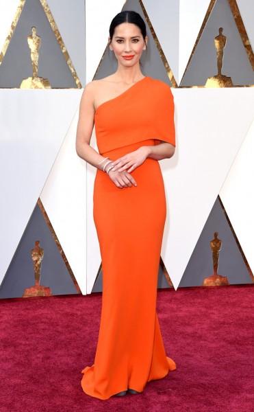 Olivia Munn - Vestido Stella McCartney