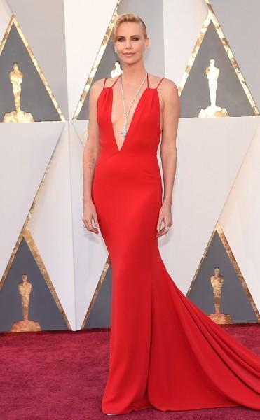 Charlize Theron - Vestido Dior